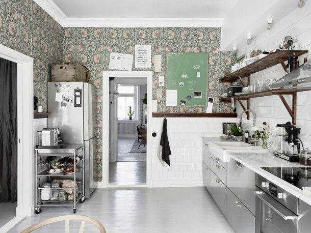 Moody Floral Scandinavian Kitchen |  Skandinaviskt kök, svenska.