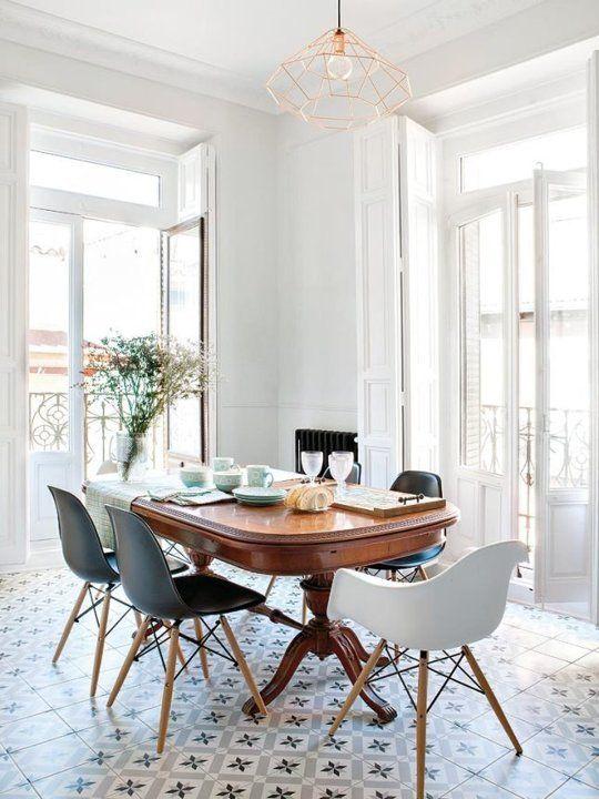 Look We Love: Traditionellt bord + moderna stolar    Matsal .