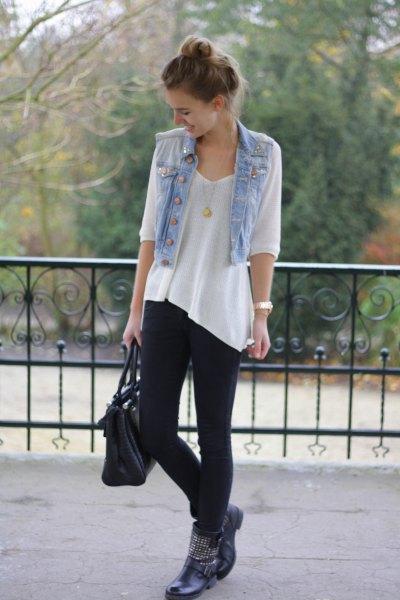 ljusblå kort denim motorcykelväst med vit tunika T-shirt