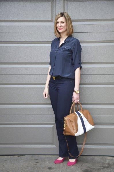 Mörkblå skjorta med knappar och slim fit jeans