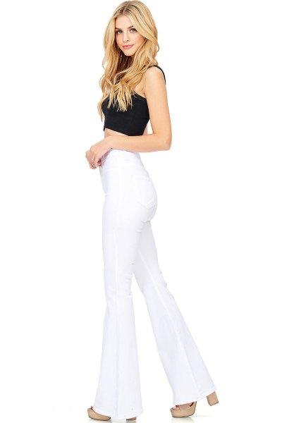 svart, kort väst topp med hög midja, vita, utsvängda jeans