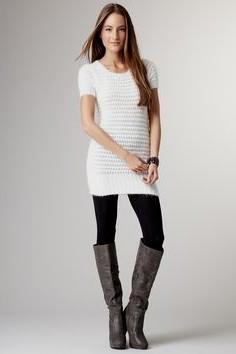 vit, figur-kramande kortärmad tröja klänning med leggings