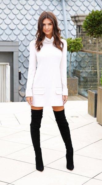 vit långärmad tröja klänning med vattenfall halsringning och mocka stövlar över knäet