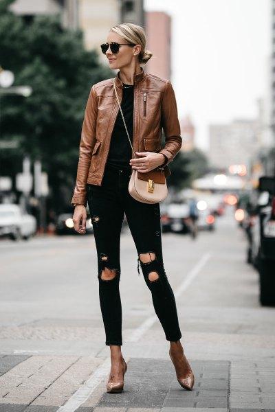 brun skinnjacka med svarta skinny jeans