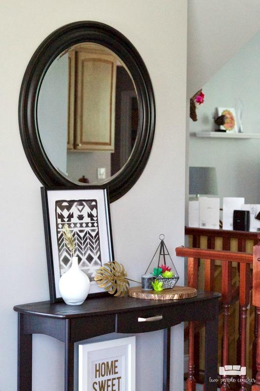 Summer Entryway - Room by Room Series - två lila soffor