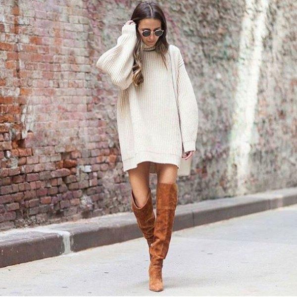 vit, ribbad, rakt klippad tröja klänning med kamel stövlar