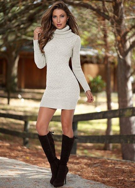 Elfenben turtleneck bodycon tröja klänning med svarta knä höga stövlar