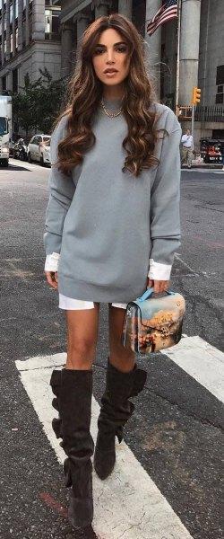 grå sweatshirtklänning med vit tunikaskjorta i lång linje