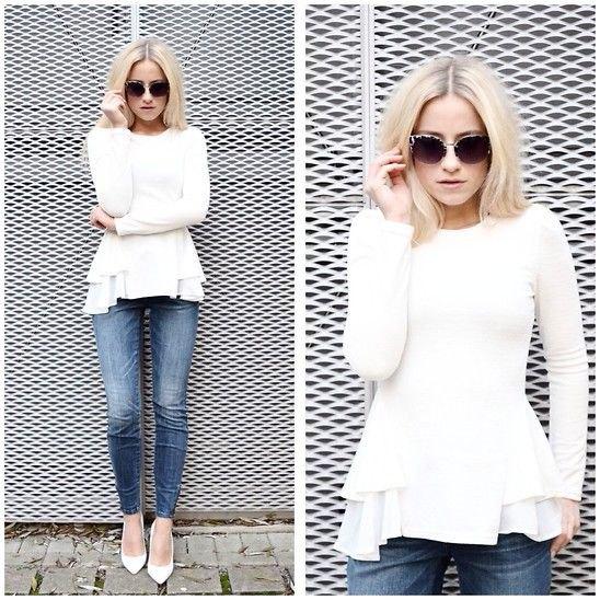 vit peplumtröja med frillad blus och jeans