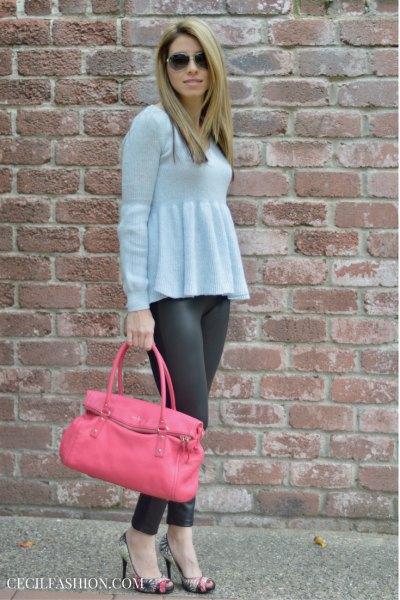 ljusblå peplumtröja med grå leggings