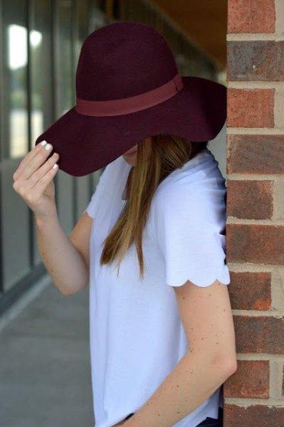 himmelblå kammad skjorta med svart diskett hatt