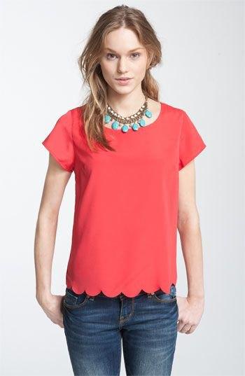 röd kammad kortärmad skjorta med blå skinny jeans