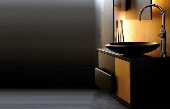 Gyllene badrumsfängelser från Pom d'Or »Decodir    Lyxigt badrum.