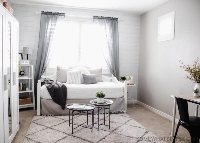 Teen Girl Bedroom - Modern bondgård för Leah  Något enkelt