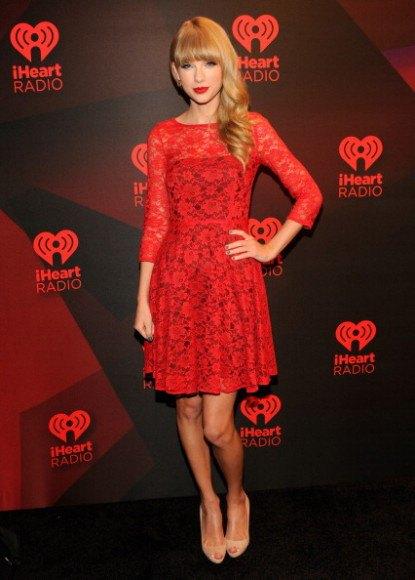 röd halvtransparent mini spets klänning svart tub klänning