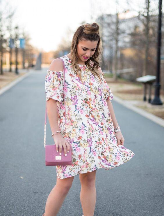 Blommor kall axel klänning rosa