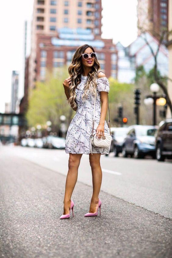 Blommor kall axel klänning elegant