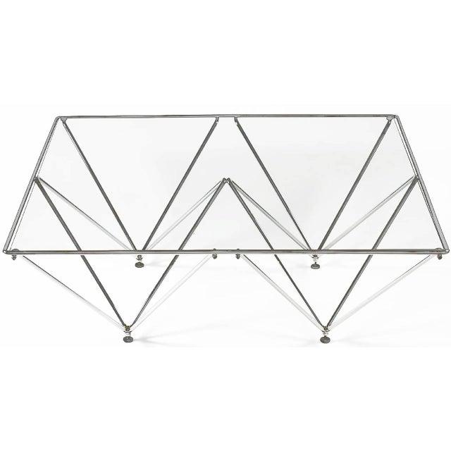 Pyramidbaserat soffbord i förkromat stål efter Paolo Piva |  Chairi