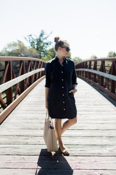 svart överdimensionerad skjortklänning vita sandaler
