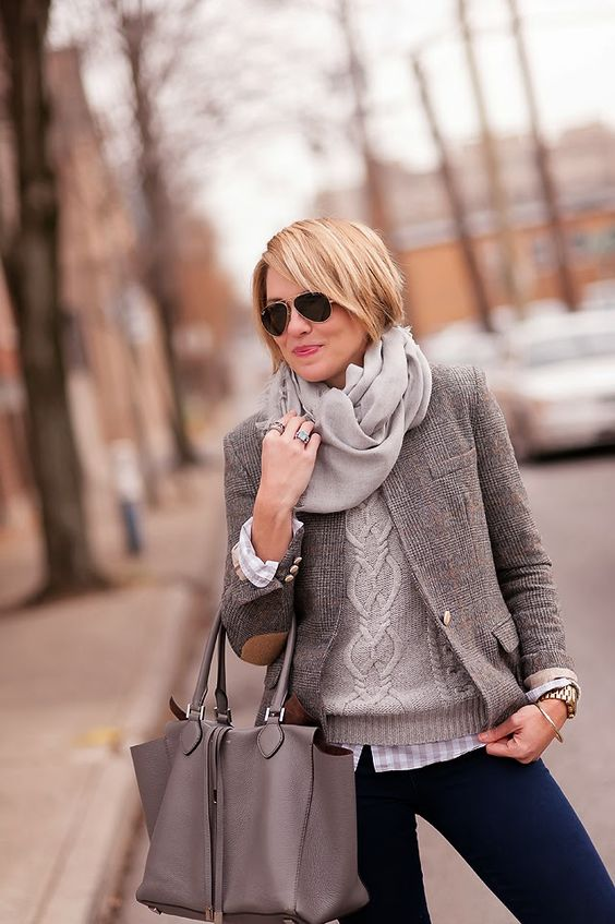 Blazer med armbågsfärgad grå look