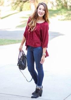 röda jeans med trekvartärmar och blusmuddar