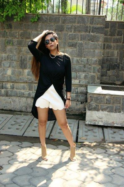 svarta höga låga toppsvarta shorts med kantad fåll