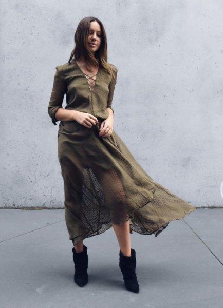 långärmad chiffong khaki klänning med korsad halsringning