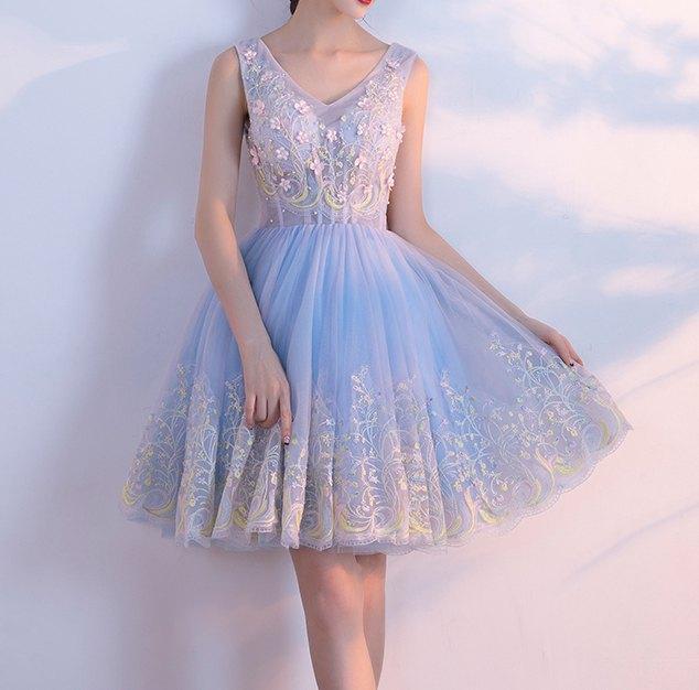 ärmlös, ljusblå chiffongklänning med passform och flare