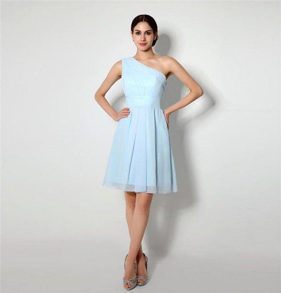 En axel passform och flare mini chiffong ljusblå klänning