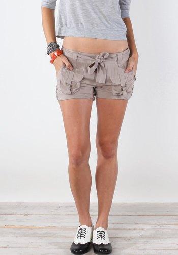 grå beskuren långärmad t-shirt last mini shorts