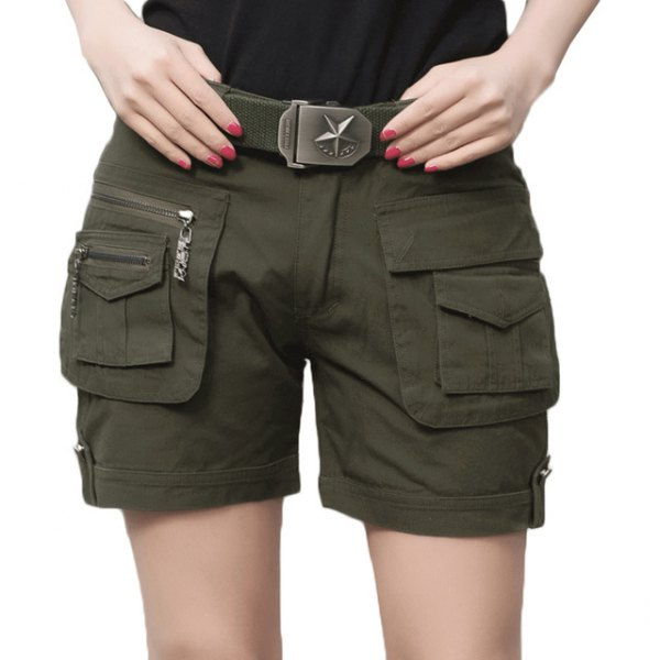 svart t-shirt armégrön khaki lastshortsbälte