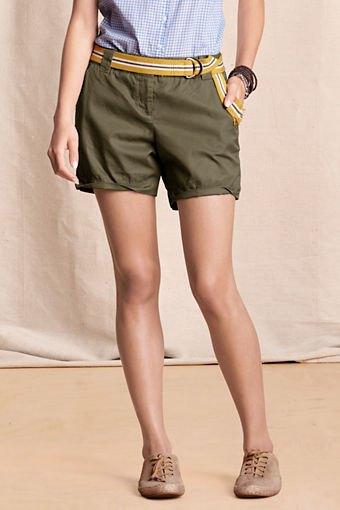 blå och vit rutig, slim fit skjorta, gröna khaki cargo shorts