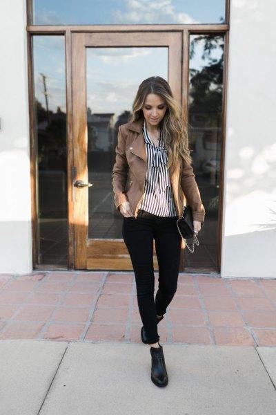 svarta och vita vertikala randiga skjorta läder ankel stövlar