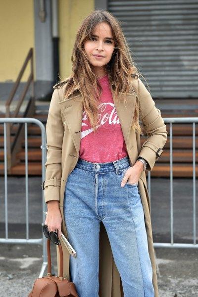 Camel longline blazer med rosa tryckt t-shirt och mamma jeans