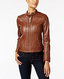 brun läderflygjacka med svarta skinny jeans