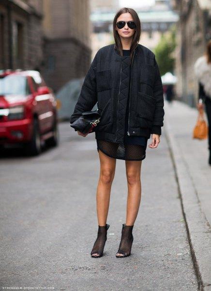 svart mini-slida klänning med casual, överdimensionerad jacka