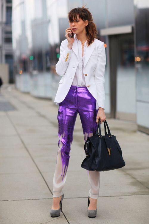 lila byxor droppande färg