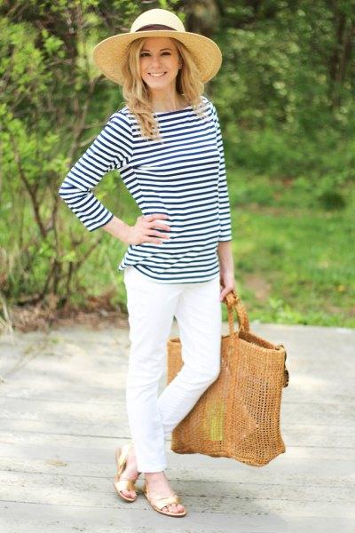 Mörkblå och vit randig vit t-shirt jeans