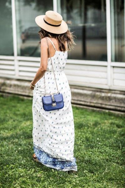 luftig maxiklänning med vitt och blått tryck