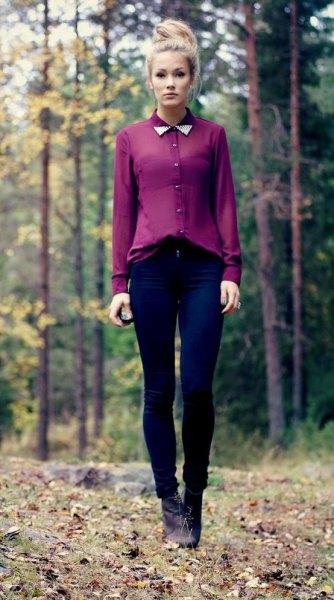 Chiffongskjorta med halvtransparent krage och mörkblå skinny jeans