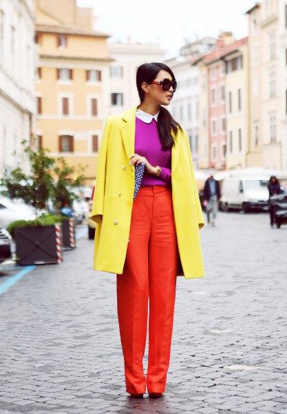 gul kappa med lila tröja och orange byxor