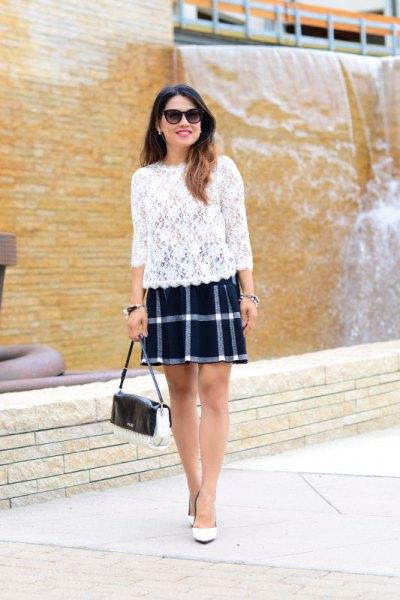 mörkblå och vit rutig kjol