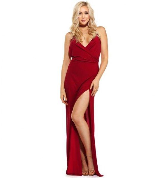 röd maxiklänningsklänning med matchande krage