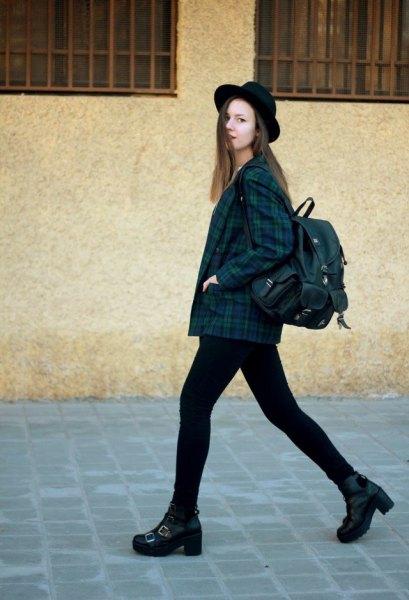 Marinblå och grön rutig jacka, svarta skinny jeans