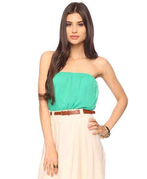 Havsgrön tubtopp med vit veckad kjol