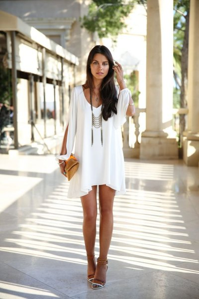 vit ruffle slida klänning i boho stil