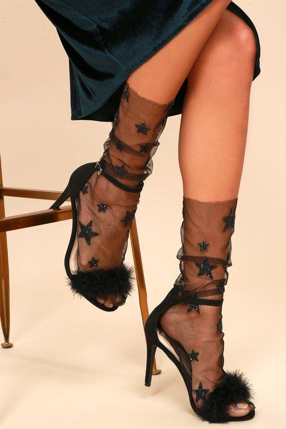 Tyllstrumpor svarta fluffiga sandaler