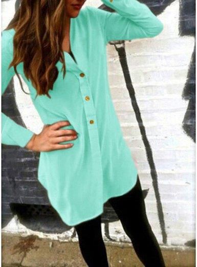 Mintgrön, kragefri tunikaskjorta med knappar och svarta leggings