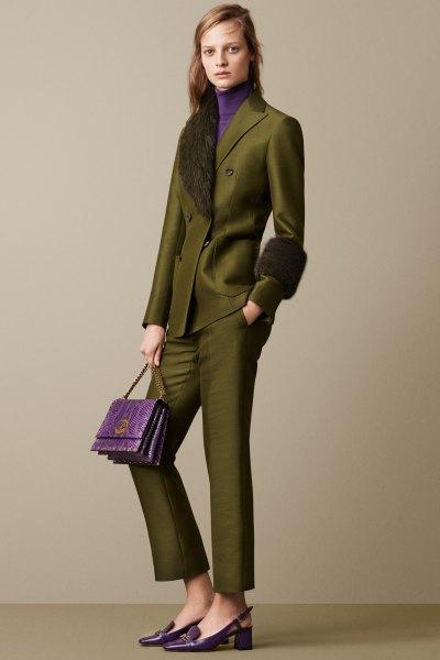 Grön kostym gjord av fuskpälskrage med en imiterad tröja