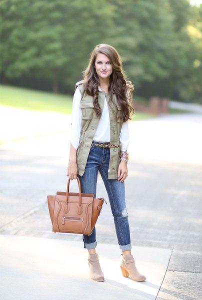 vit knapp-up skjorta manschettväst med jeans manschett